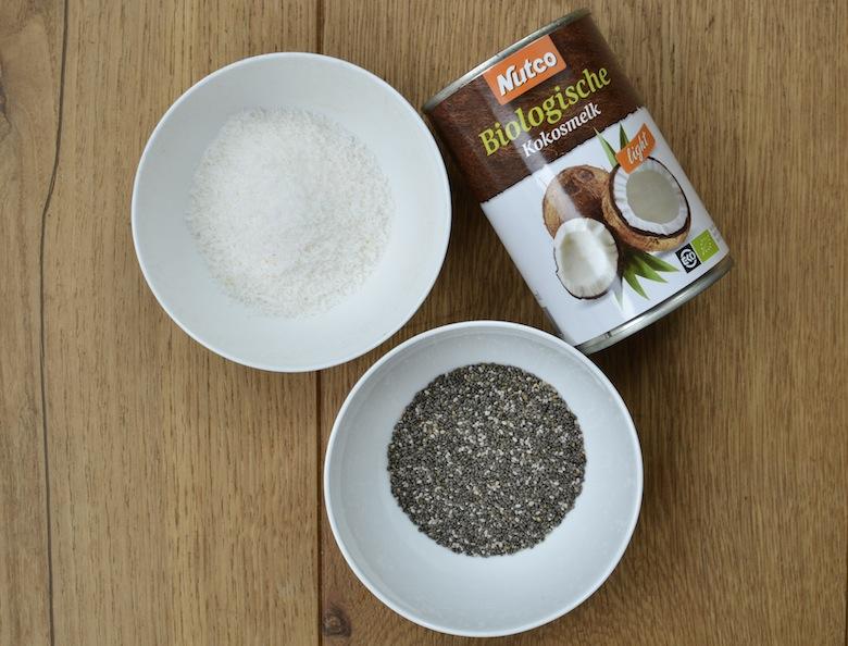 gezond ontbijt met kokosmelk en chiazaad, glutenvrij en suikervrij