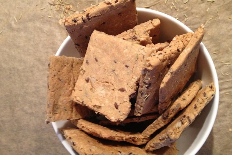 glutenvrije vegan crackers met rozemarijn
