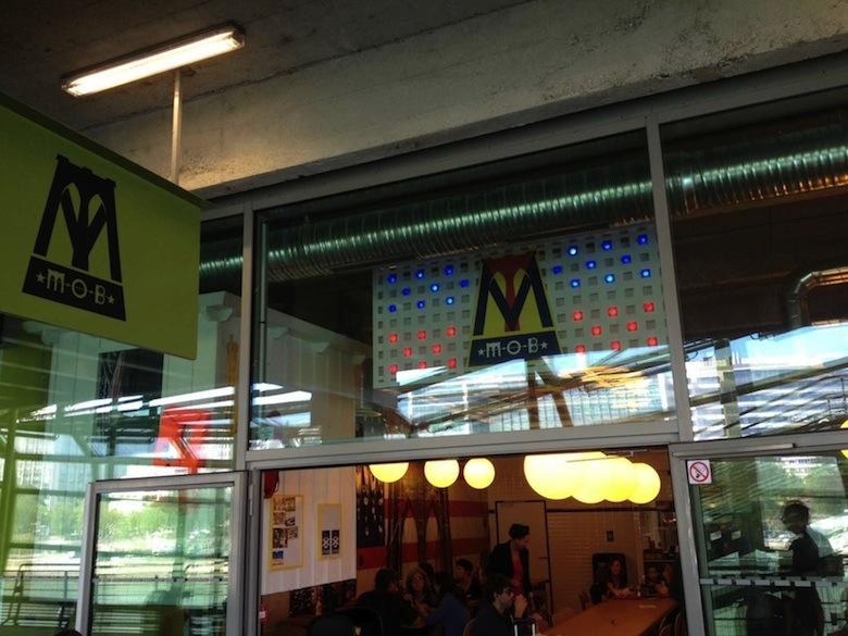 Veganistisch fastfood restaurant MOB in Parijs