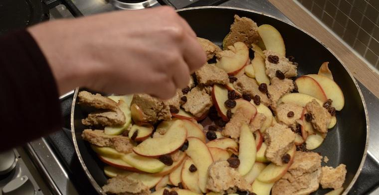 Kaiserschmarrn met appel en rozijnen