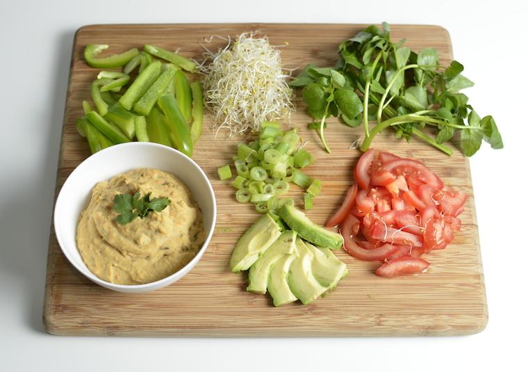 Ingredienten Tortilla met rode hummus en groente