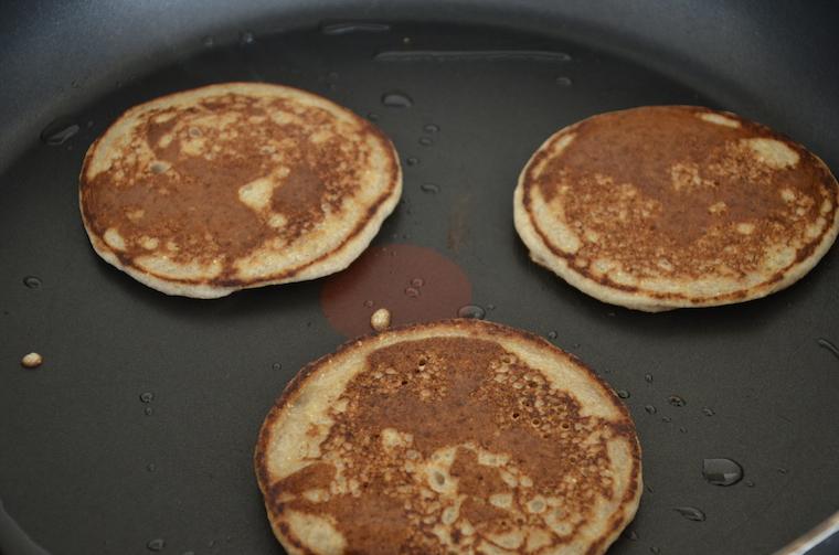 Pancakes bruin gebakken in de pan