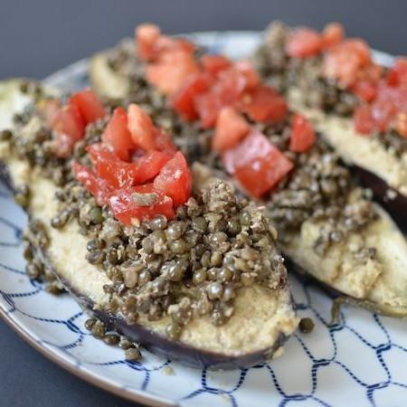 Gevulde aubergine met pittige linzen