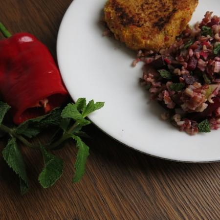 Rode rijst met sperziebonen en bietjes