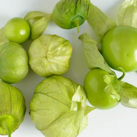 Groene tomatillos met vlies