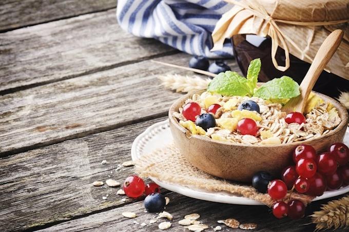 Ontbijt met bessen en granen