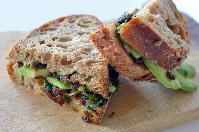 Tomaten-pesto-sandwich
