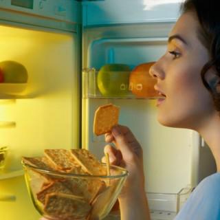 Waarom snacken we 's avonds (en wat doe je er aan)