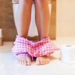 Vrouw op het toilet